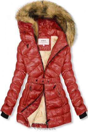 Terrakotta és bézs színű fényes kabát övvel